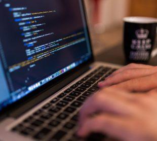 تكنولوجيا المعلومات والبرمجيات